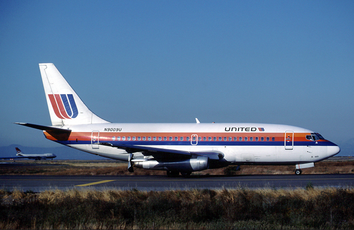 United737oldcolorswiththrustreversers.png