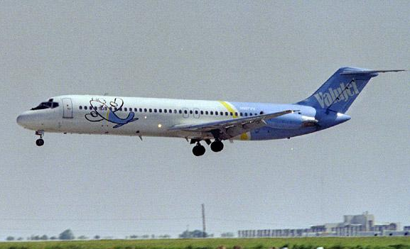 ValuJet DC9 Landing